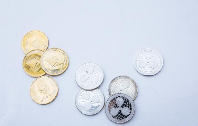 ETHとXRP(仮想通貨)の写真