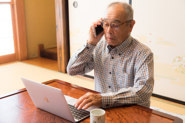 今でも現役の高齢者エンジニア(受託)の写真