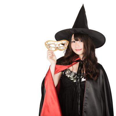 「仮装用マスクを外した魔女(ハロウィン)」の写真素材