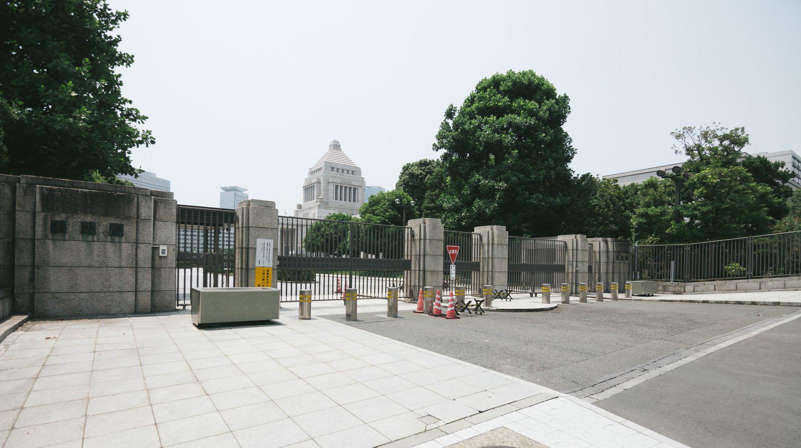「国会議事堂参議院入口(閉門)国会議事堂参議院入口(閉門)」のフリー写真素材を拡大
