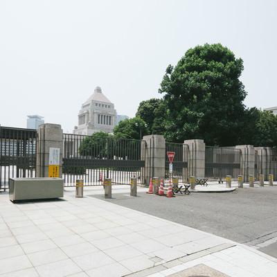 国会議事堂参議院入口(閉門)の写真