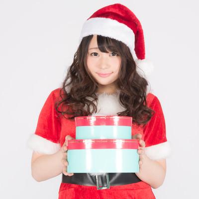 可愛くて若い女性サンタがプレゼント持ってきたよの写真
