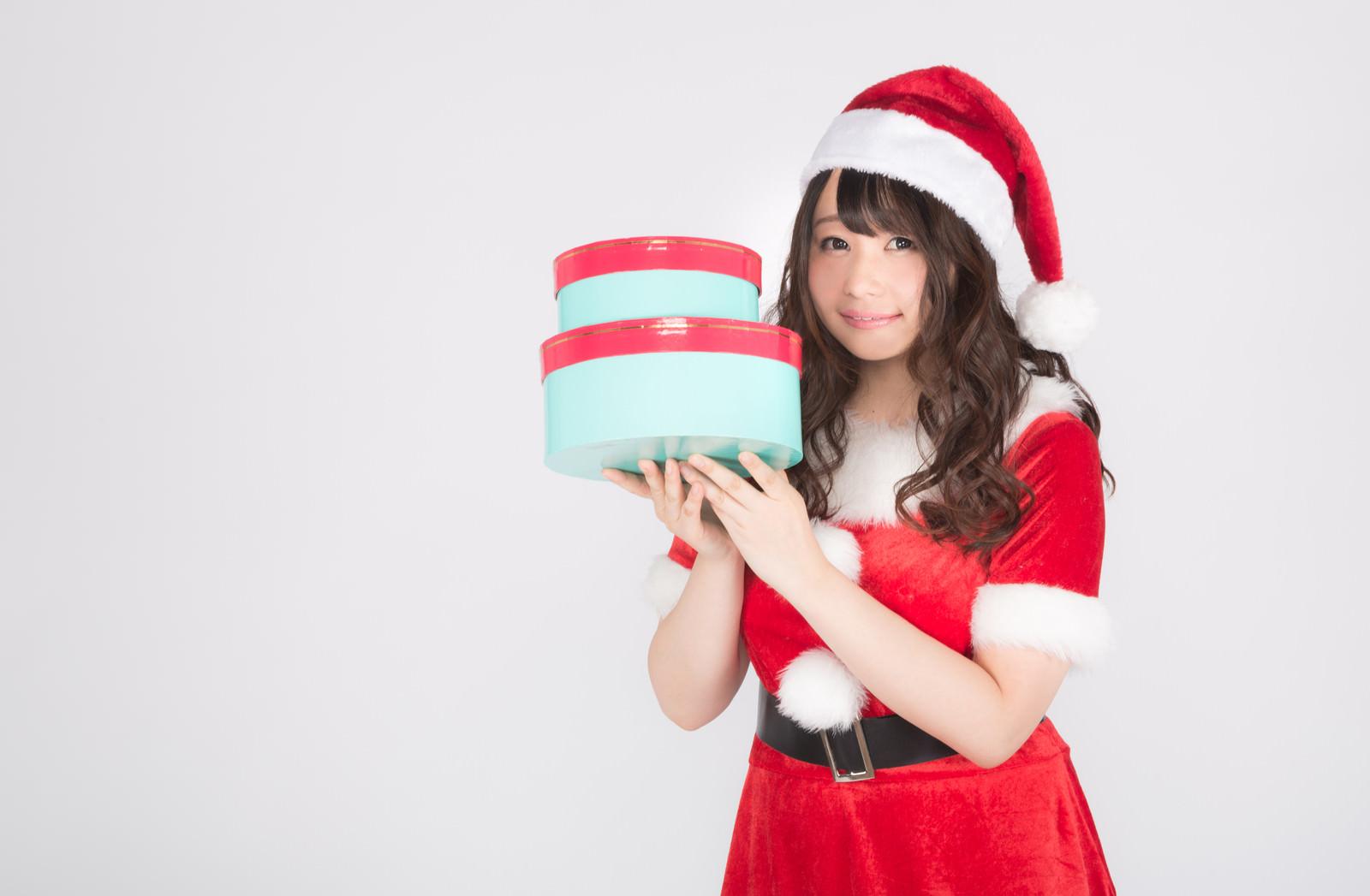 「クリスマスのプレゼントお持ちしました」の写真[モデル:茜さや]