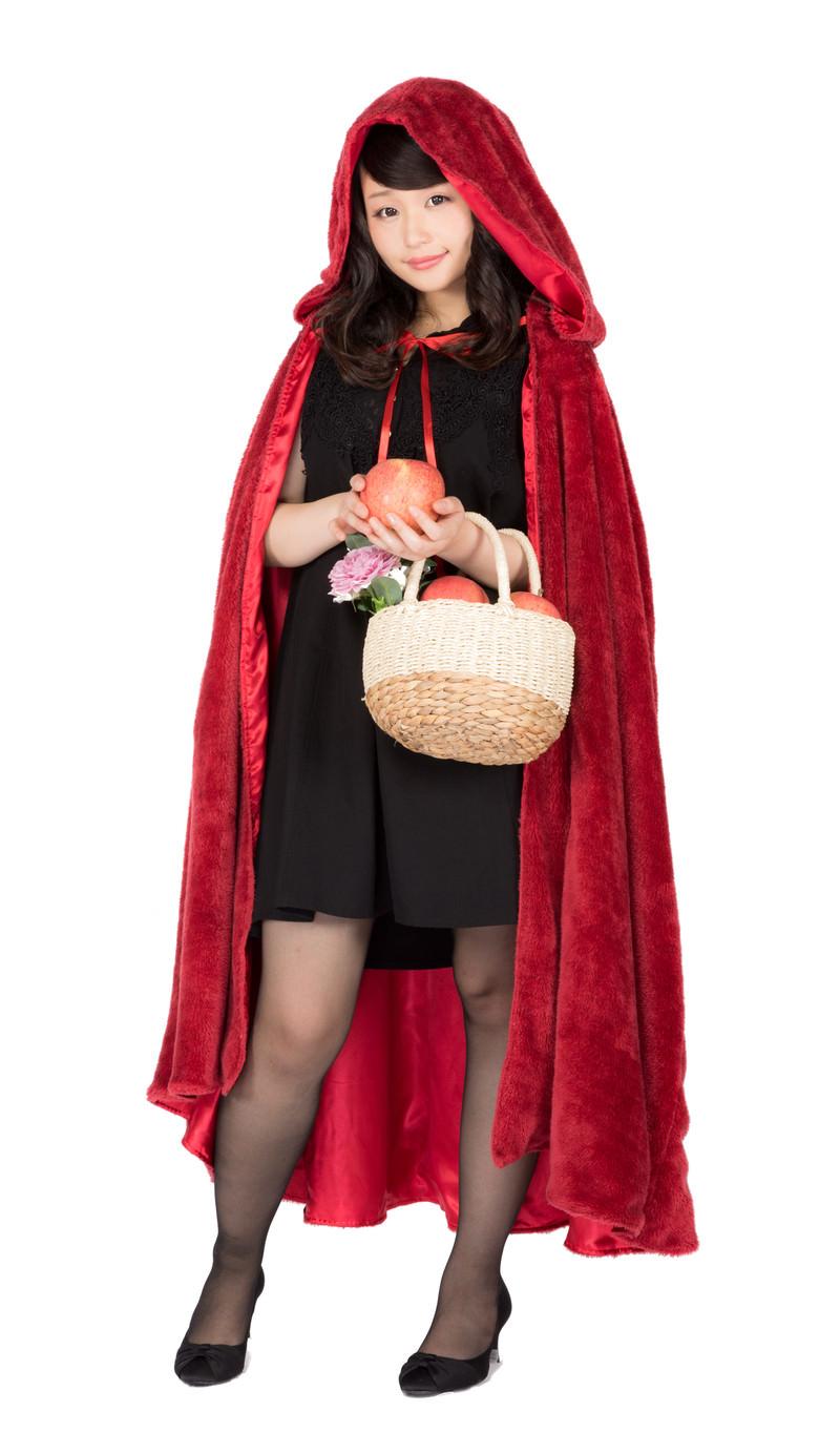 「採れたてのAppleを届けに来た赤マント美女」の写真[モデル:茜さや]