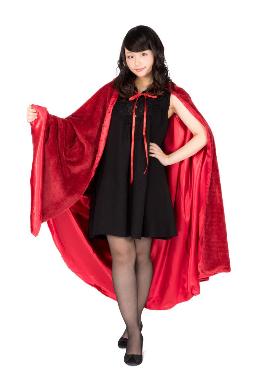 「赤いマントを纏った仮装美女」の写真[モデル:茜さや]