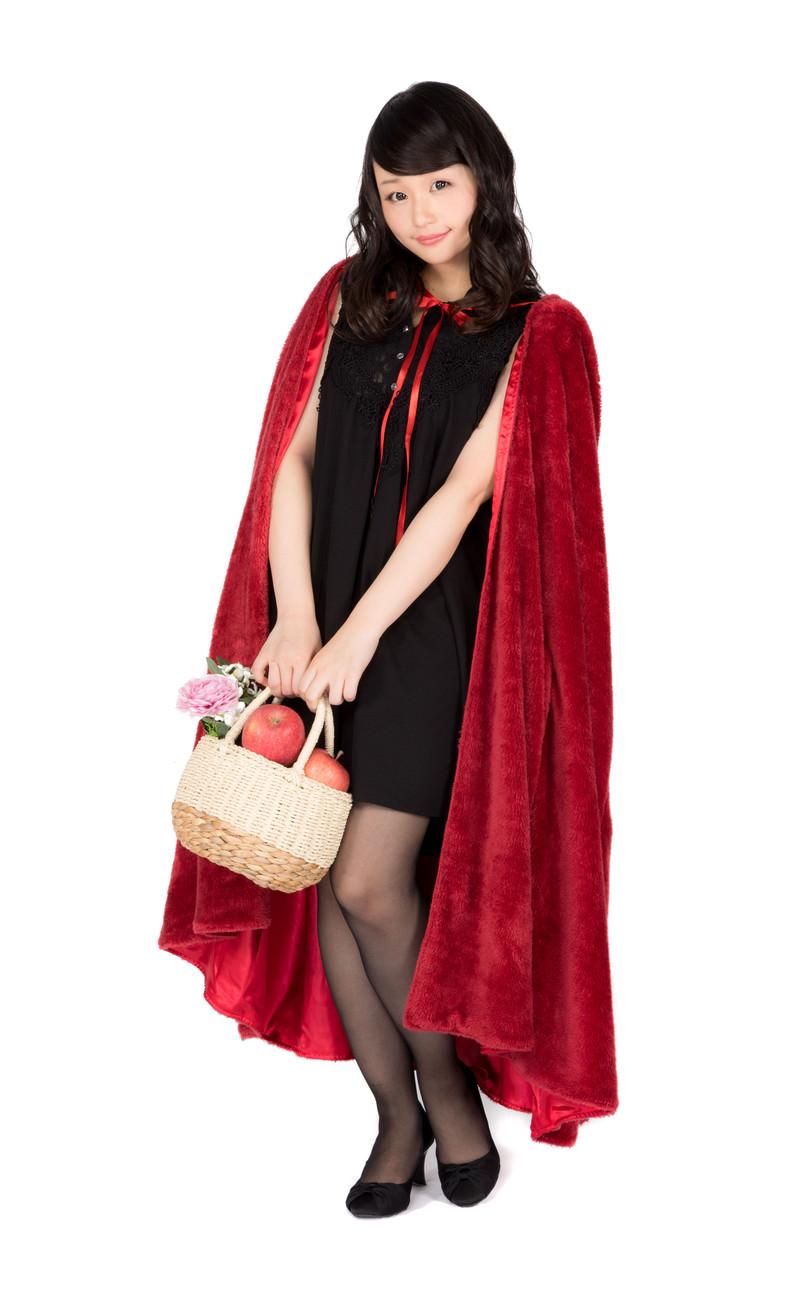 「林檎を持っておでかけ仮装美女」の写真[モデル:茜さや]