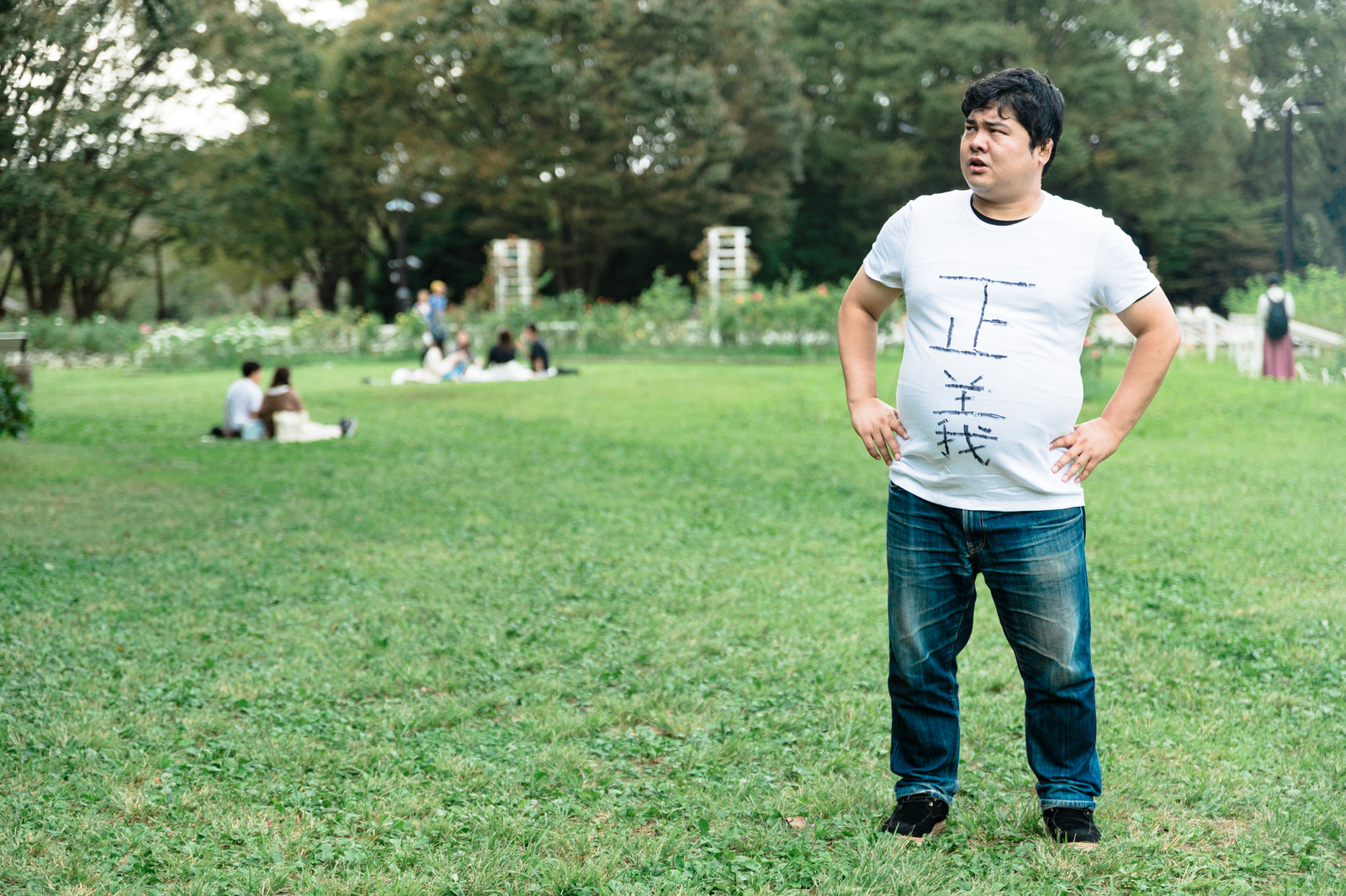 「正義マンは場所を問わず現れる」の写真[モデル:段田隼人]