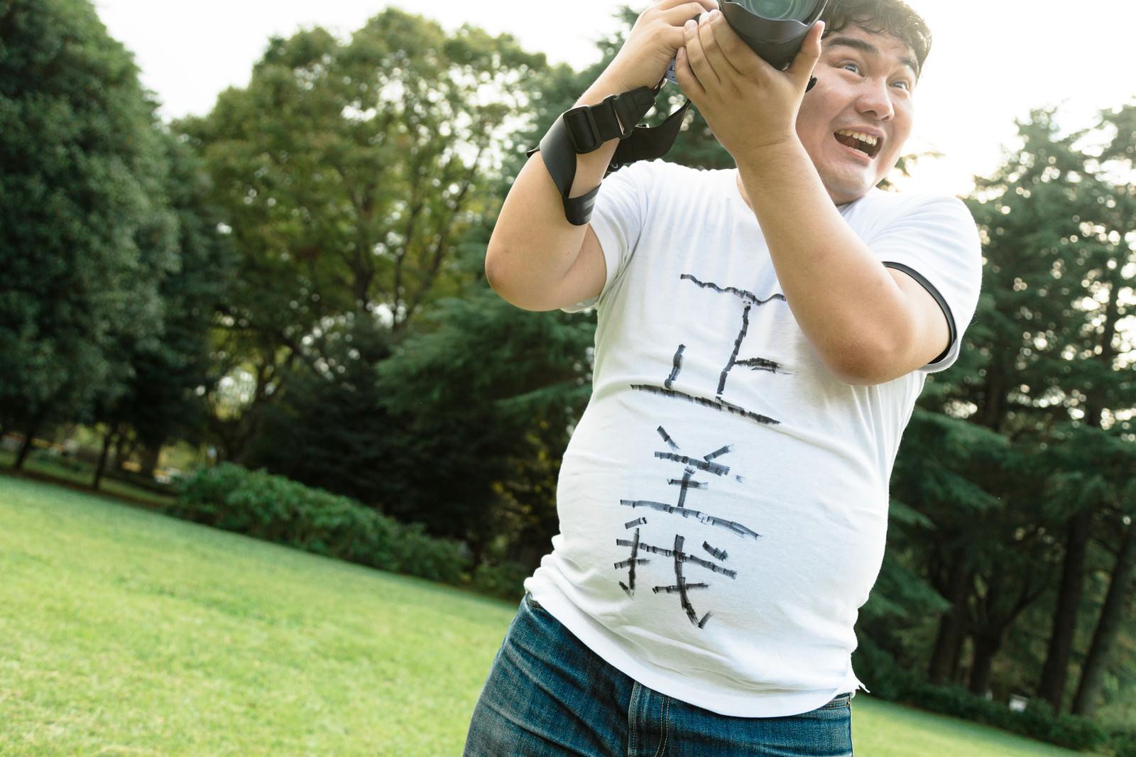「撮影終了時刻なのに平然と撮影するカメコ」の写真[モデル:段田隼人]