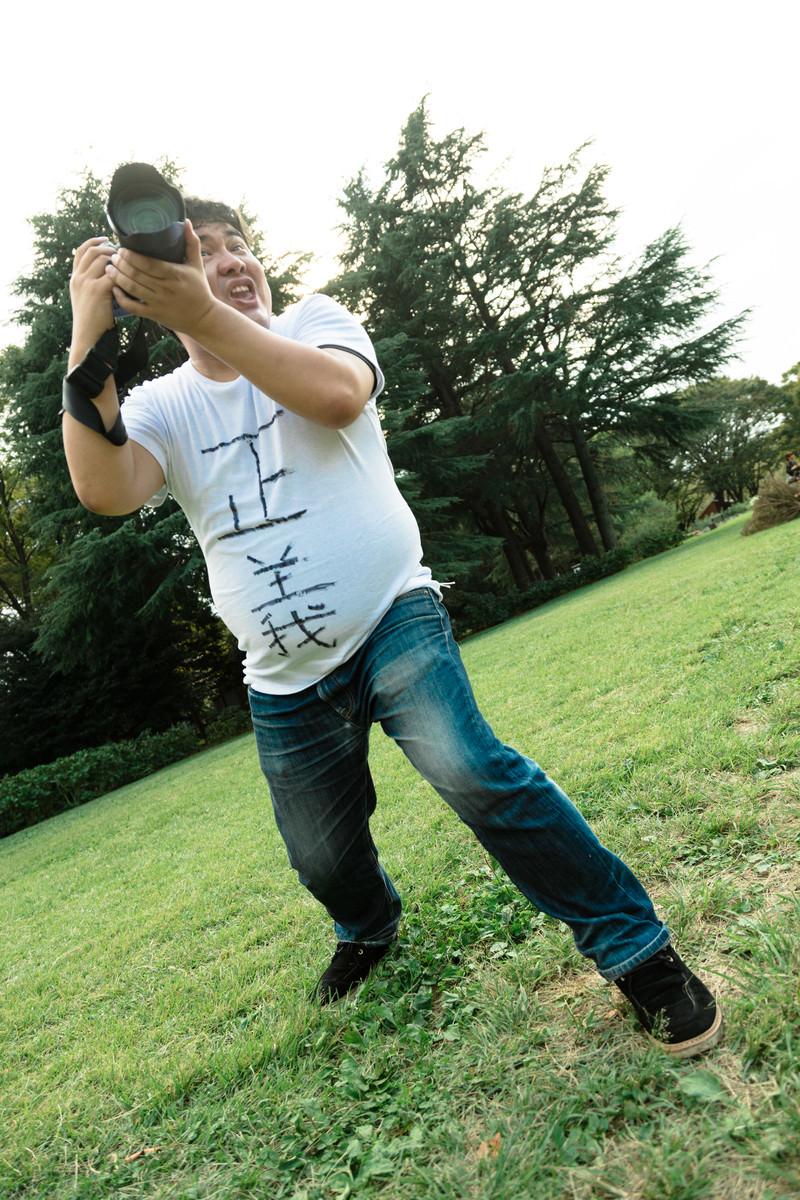 「撮影している俺かっこいいマン」の写真[モデル:段田隼人]