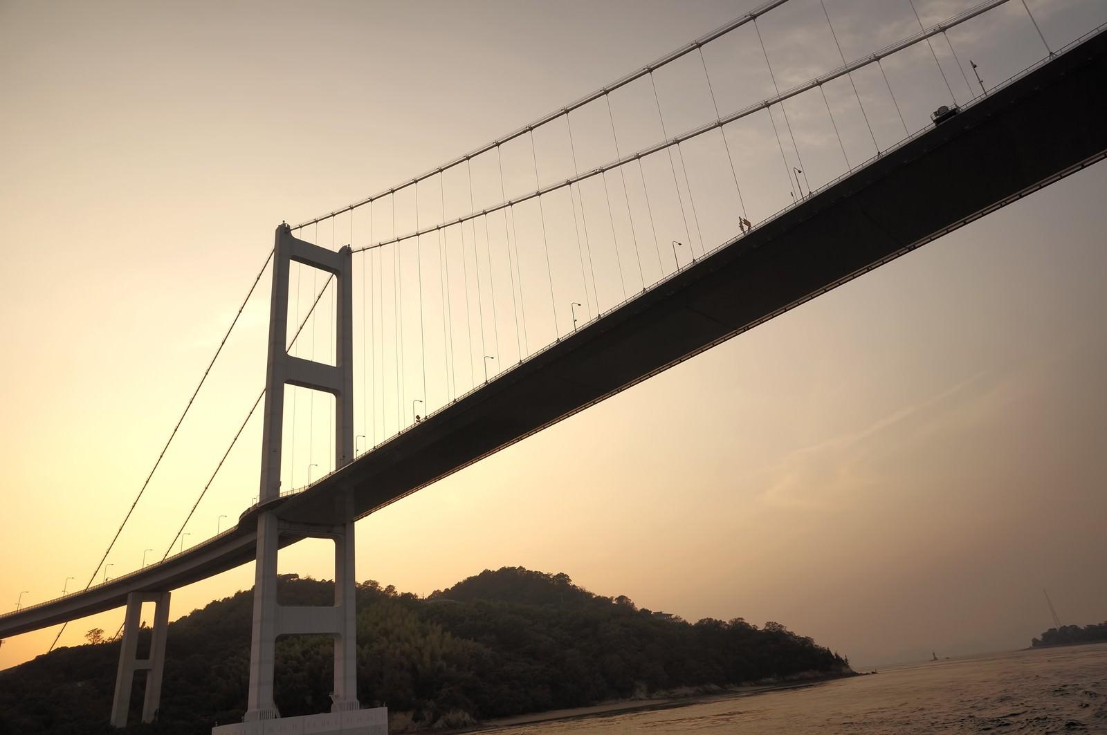 「瀬戸内にかかる吊り橋瀬戸内にかかる吊り橋」のフリー写真素材を拡大