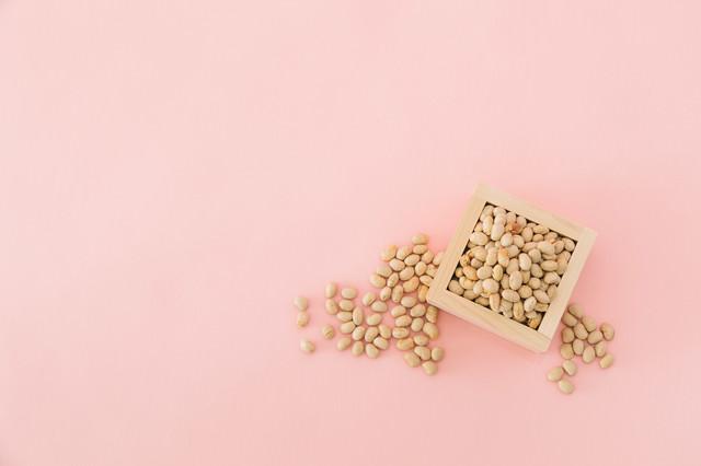 枡に入った節分用の豆の写真