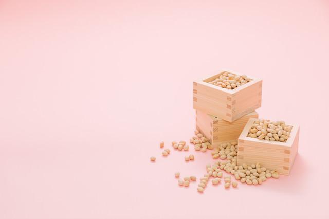 枡いっぱいの節分用の豆