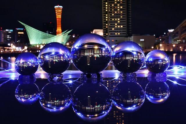 神戸の夜景と水晶玉の写真