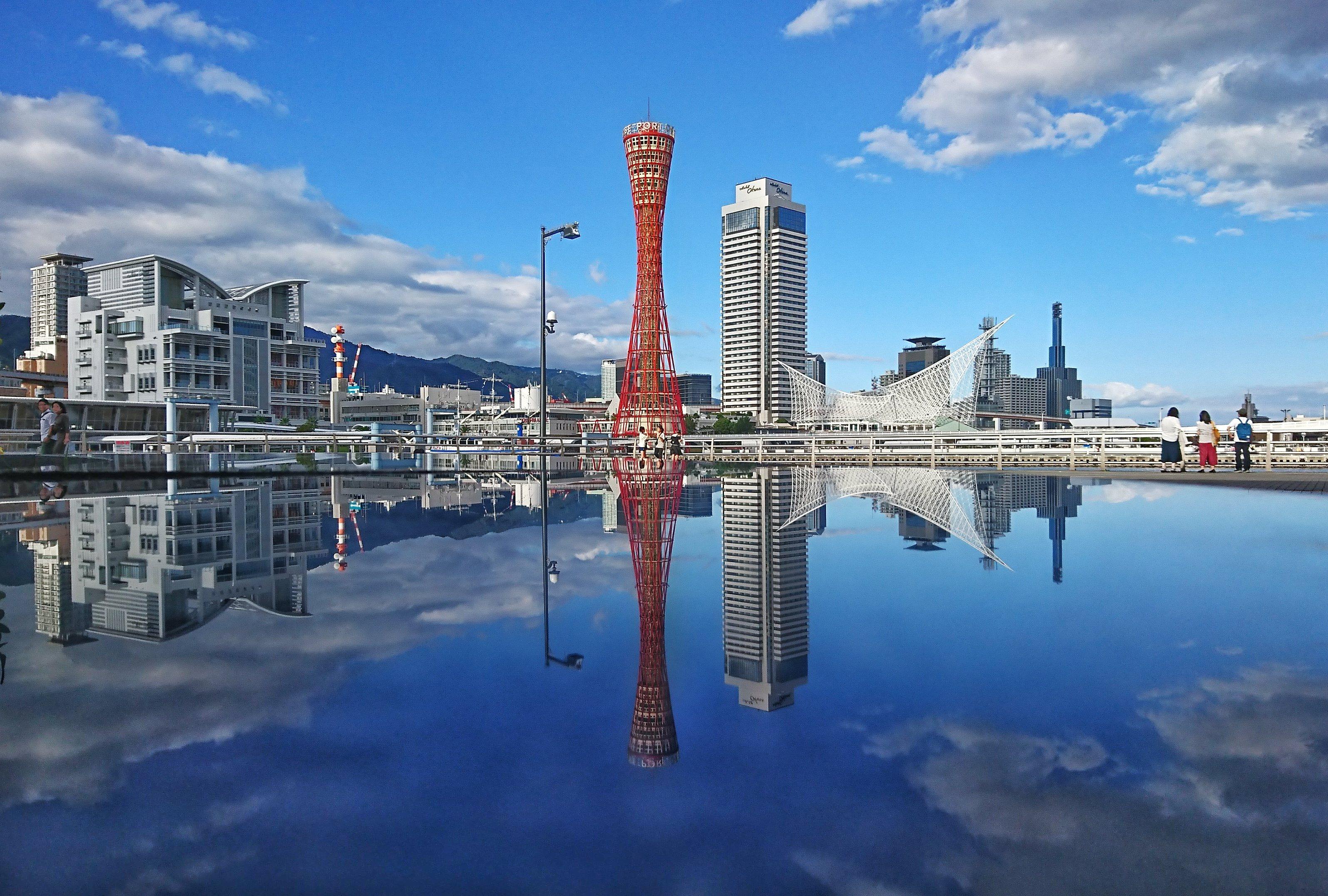 「神戸ポートタワーを望むシンメトリの世界」の写真