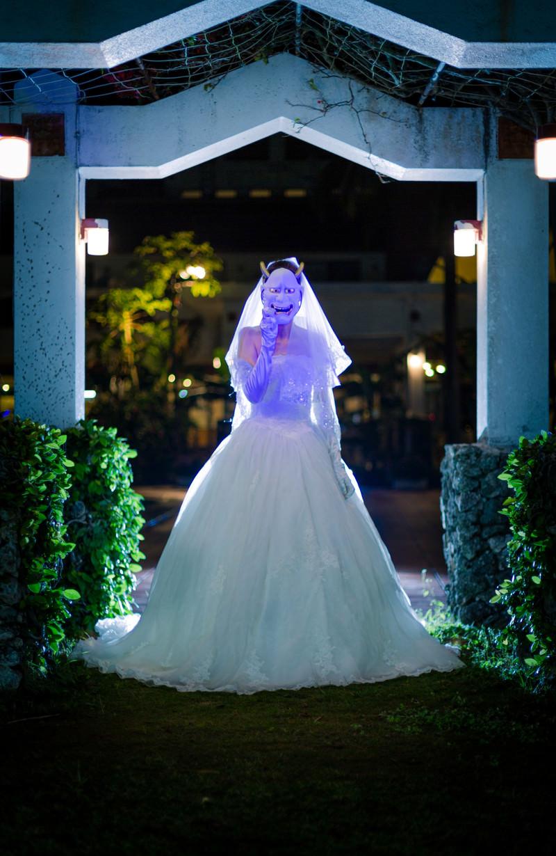「ウェディングドレス姿の鬼嫁」の写真