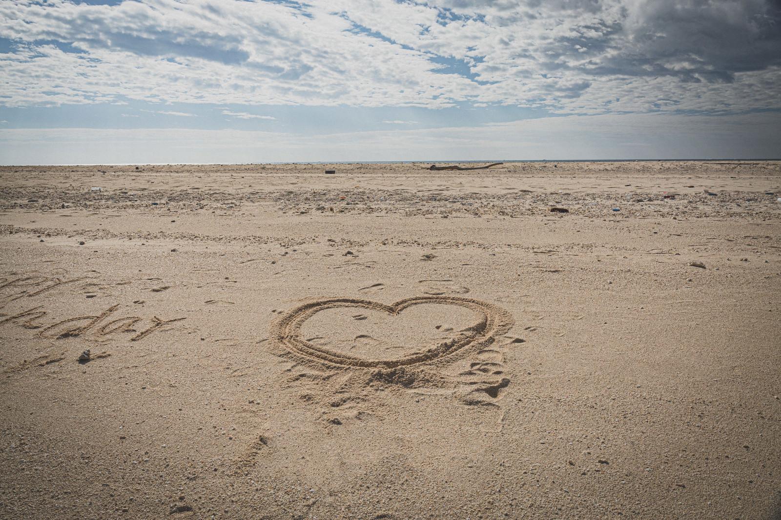 「海岸にハート」の写真