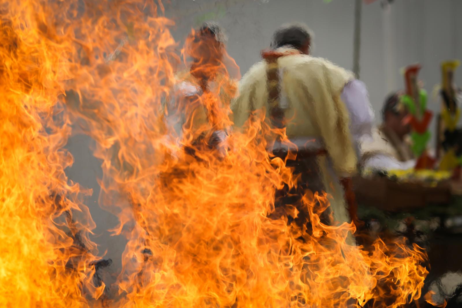 「護摩の炎の陽炎(門戸厄神)」の写真