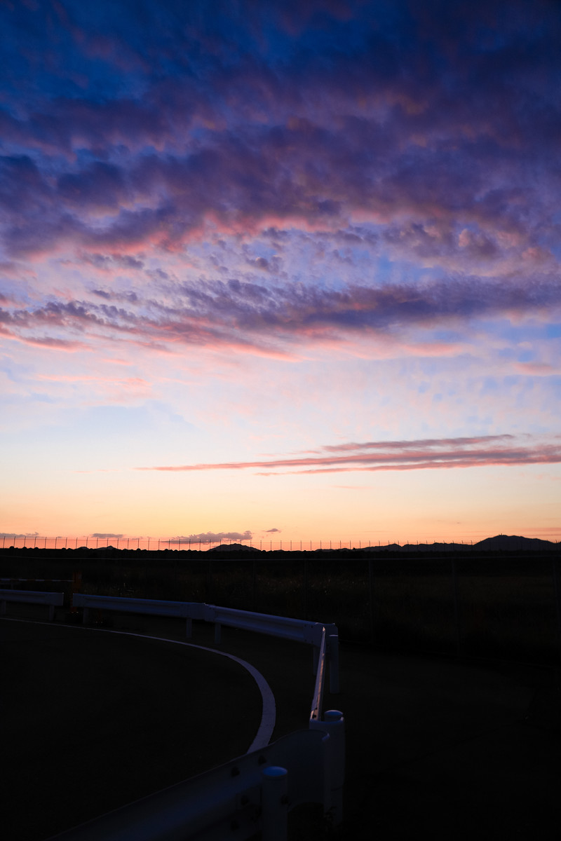 「トワイライトの時と焼けた空」の写真