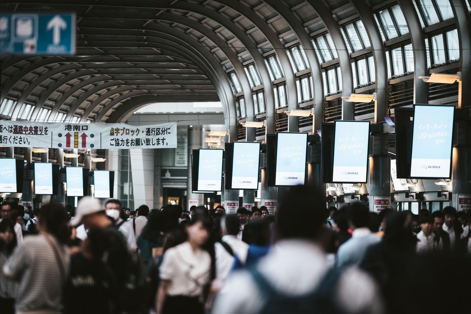 「品川駅の帰宅ラッシュ」の写真