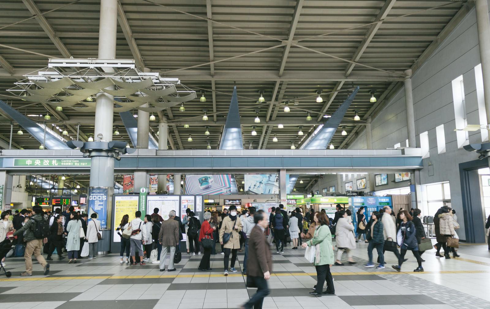 「品川中央改札前の混雑」の写真
