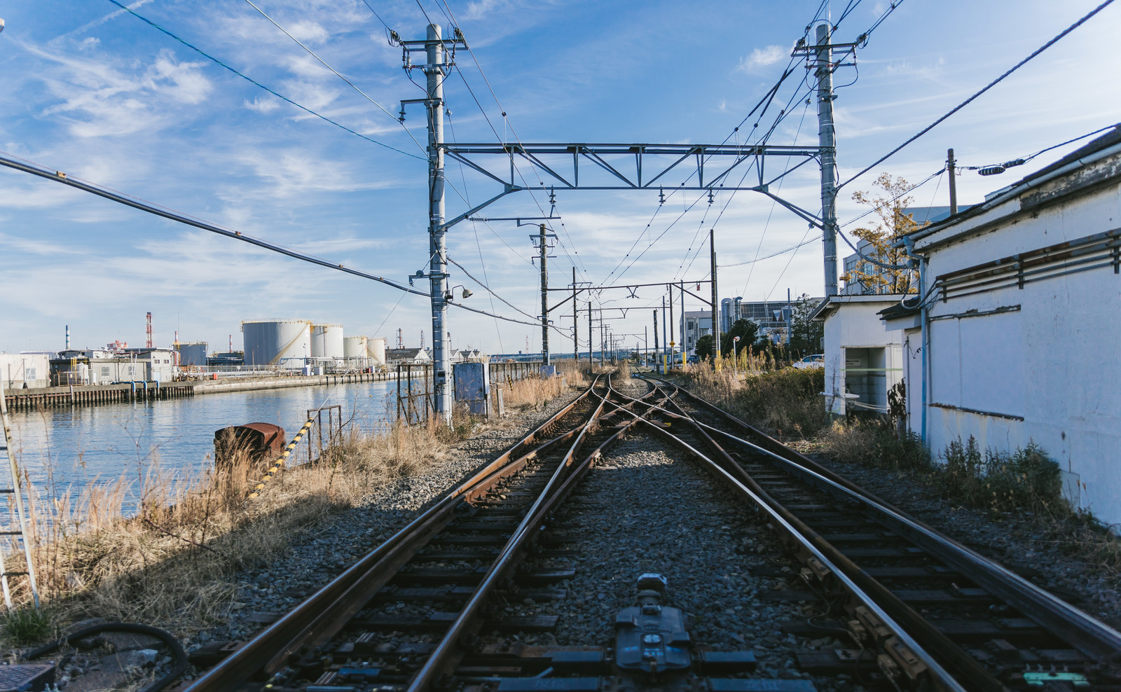 「新芝浦駅の線路」の写真