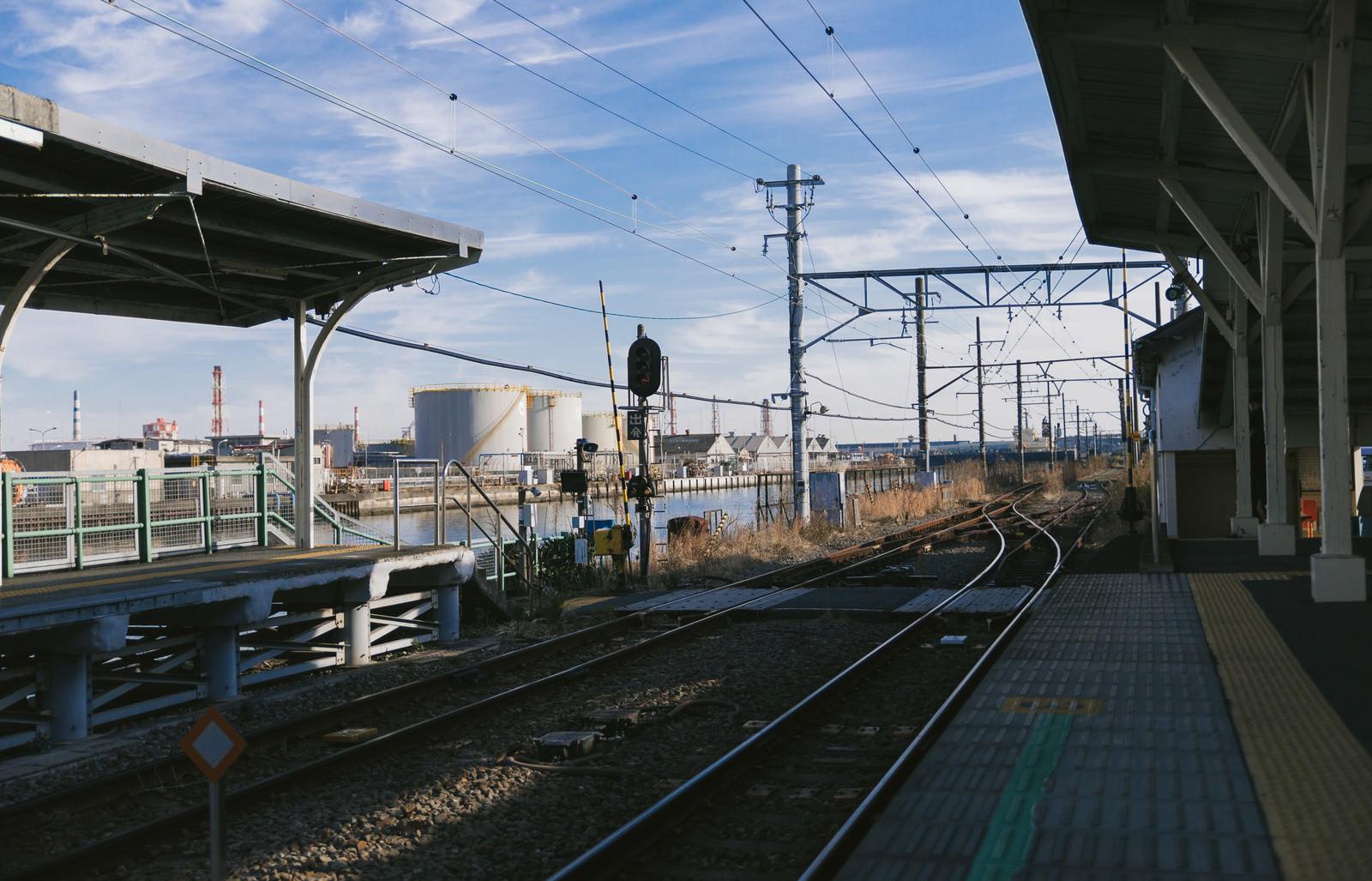 「JR鶴見線 新芝浦駅のホーム」の写真