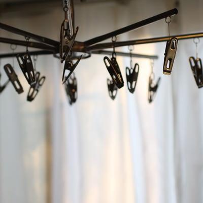 「部屋干し洗濯バサミ」の写真素材