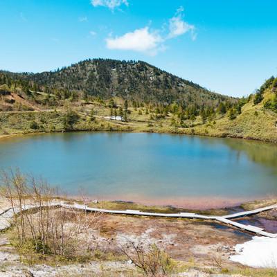 「静寂な弓池(白根山)」の写真素材