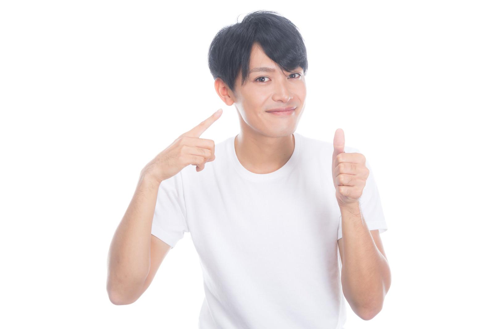「健康的な生活で肌の調子がいい男性」の写真[モデル:完伍]