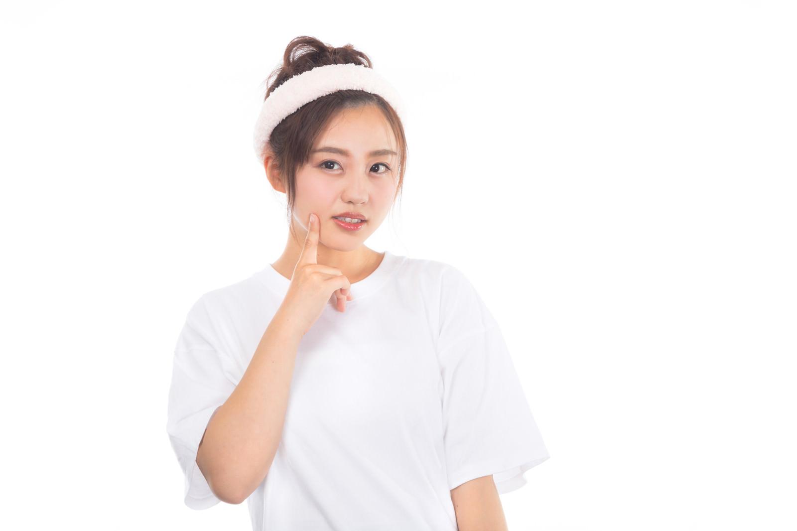 「頬の吹き出物が気になる女性頬の吹き出物が気になる女性」[モデル:河村友歌]のフリー写真素材を拡大