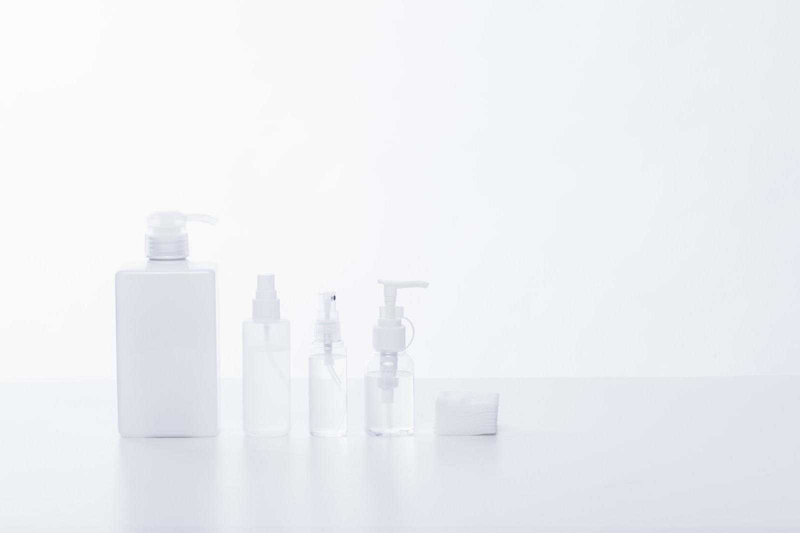 「化粧水などのボトル」の写真