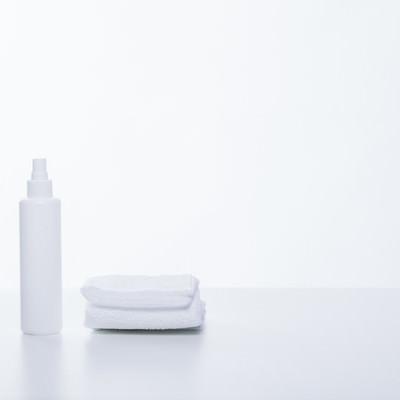 「タオルと乳液ボトル」の写真素材