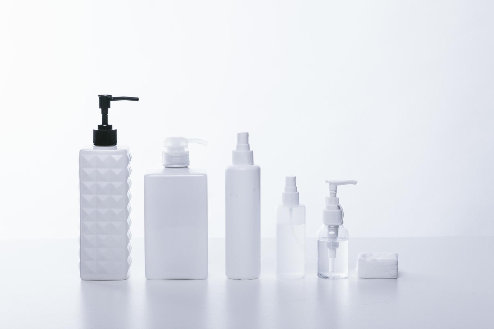 「化粧水や乳液などの容器」の写真
