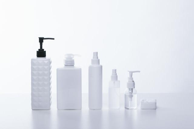 化粧水や乳液などの容器の写真
