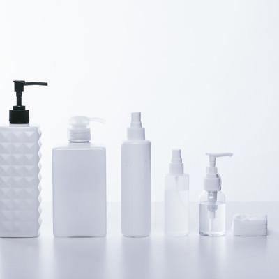 「化粧水や乳液などの容器」の写真素材