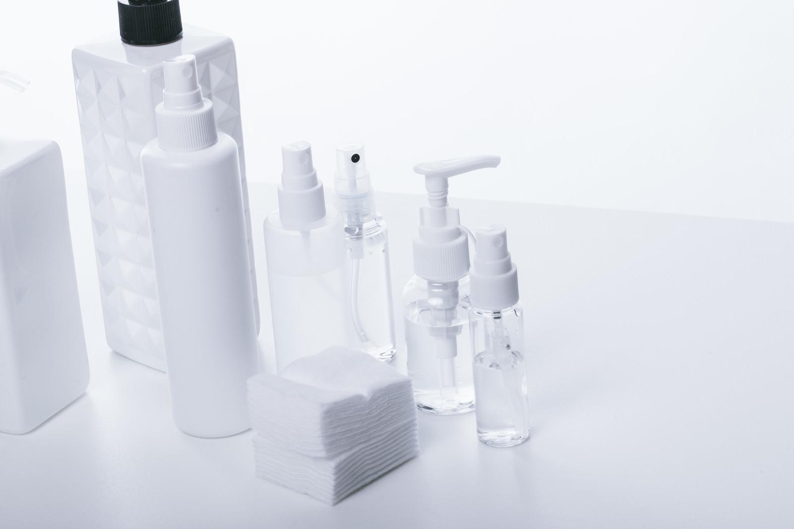 「化粧水容器(透明・乳白色)化粧水容器(透明・乳白色)」のフリー写真素材を拡大