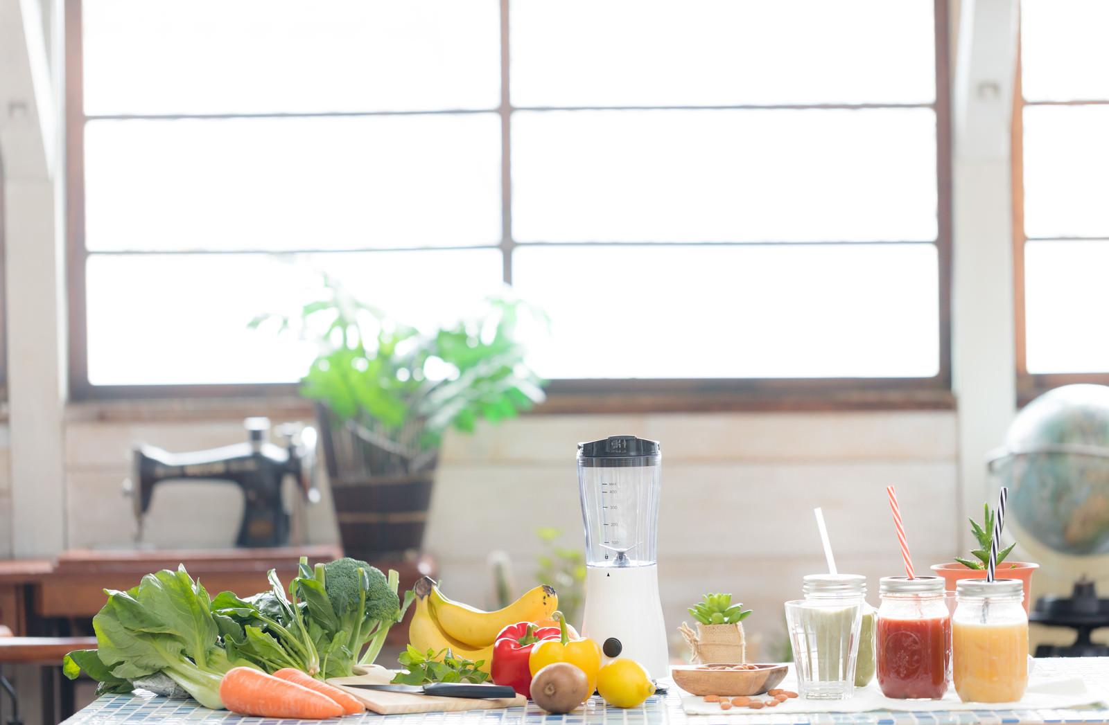 「スムージーと緑黄色野菜」の写真