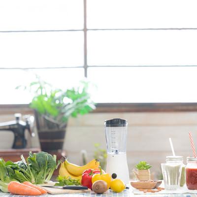 「スムージーと緑黄色野菜」の写真素材