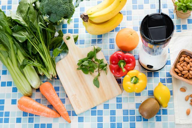 野菜ジュース(スムージー)の食材一式の写真