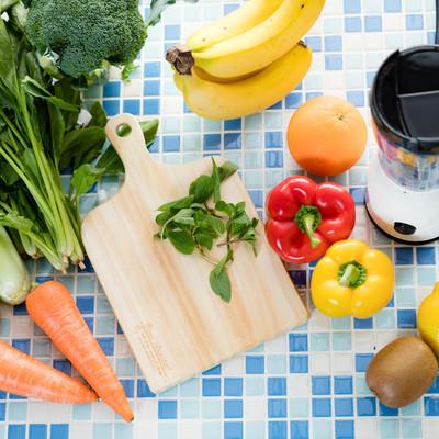 「野菜ジュース(スムージー)の食材一式」の写真素材
