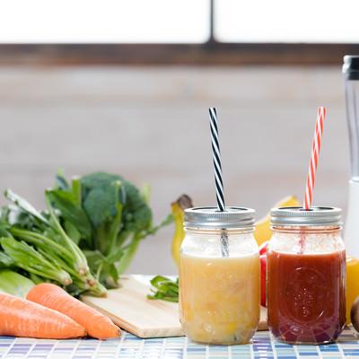 「葉物野菜とフルーツスムージー」の写真素材