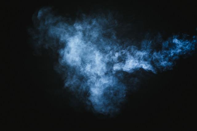 薄く吐き出された煙(スモーク)の写真