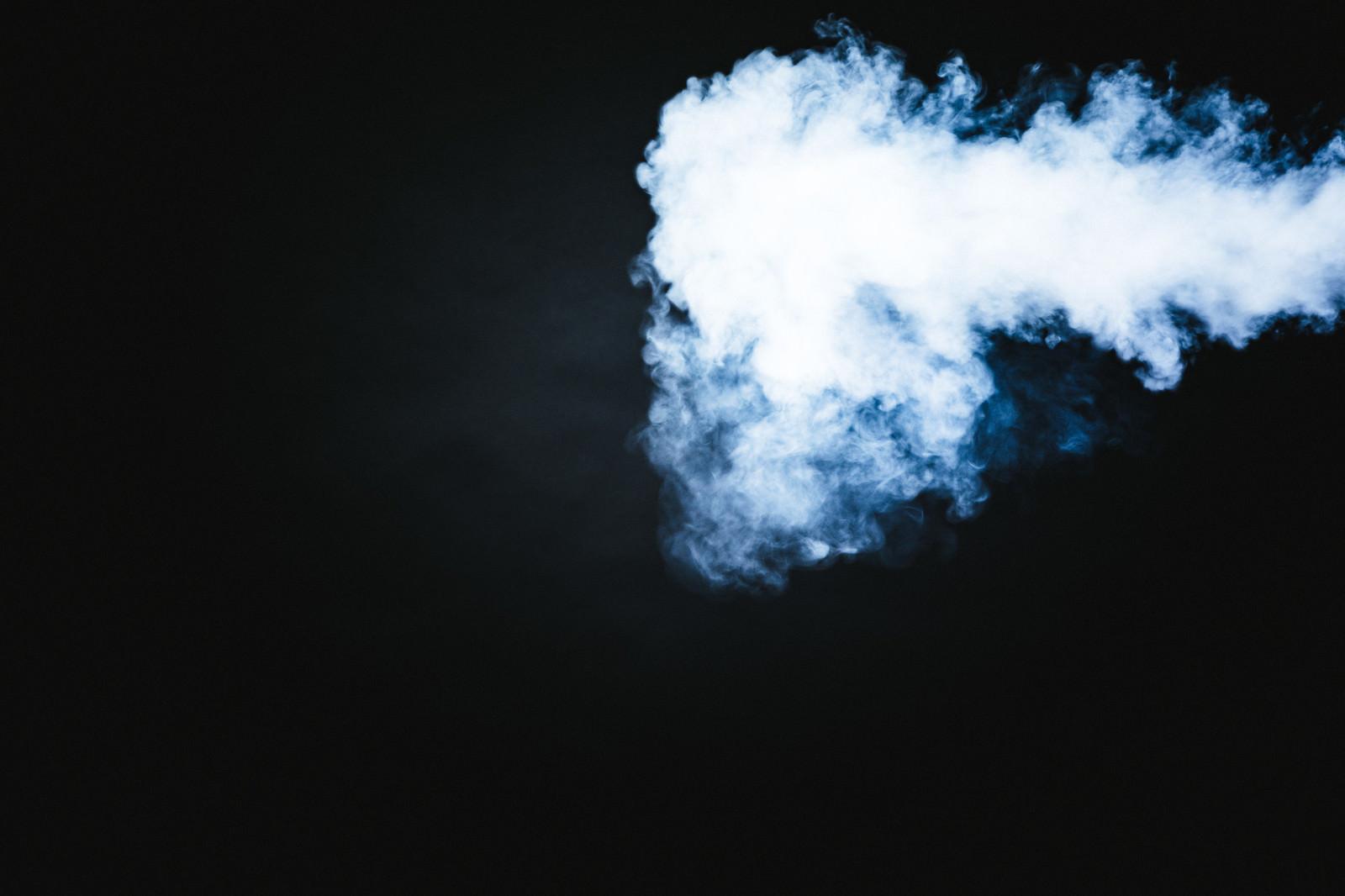 「濃い煙が噴射された」の写真