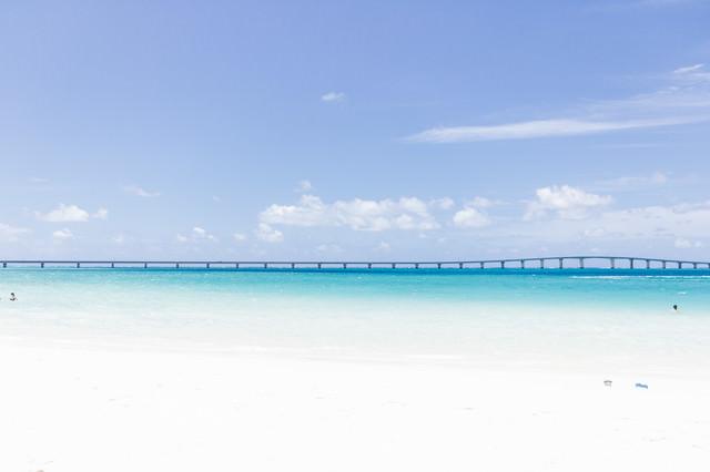 宮古島と伊良部島を結ぶ「伊良部大橋」の写真