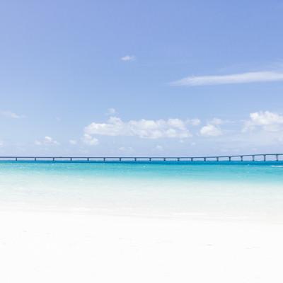 「宮古島と伊良部島を結ぶ「伊良部大橋」」の写真素材
