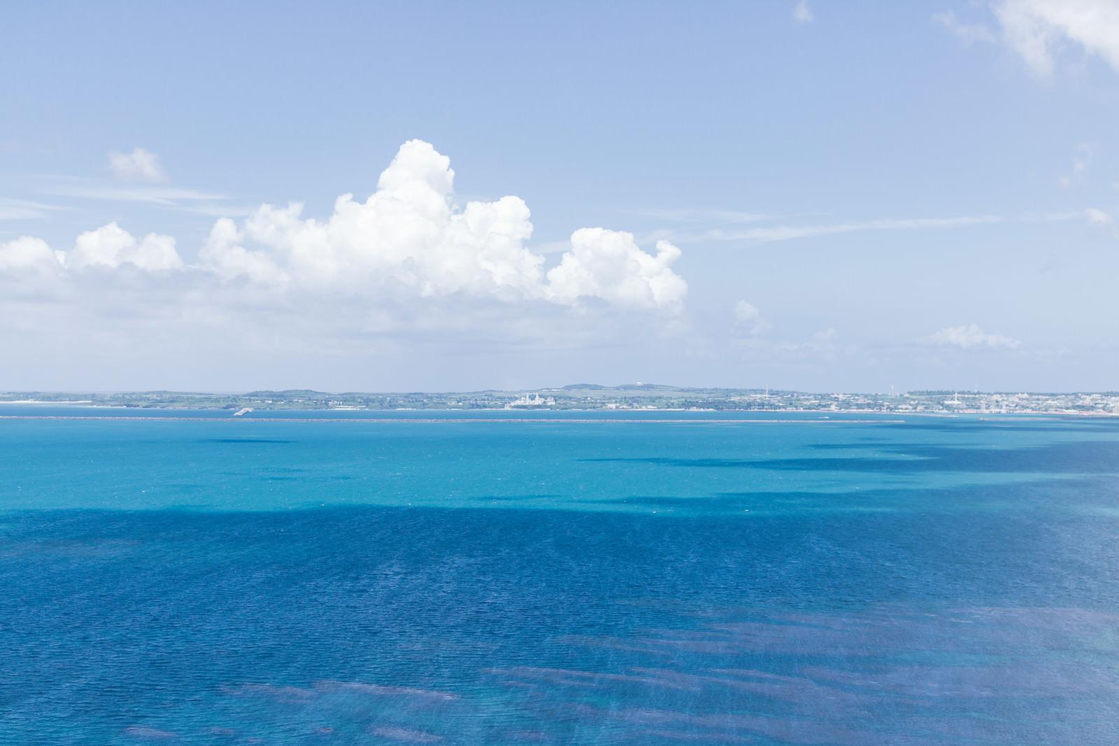 「伊良部島、牧山展望台からの景観」の写真