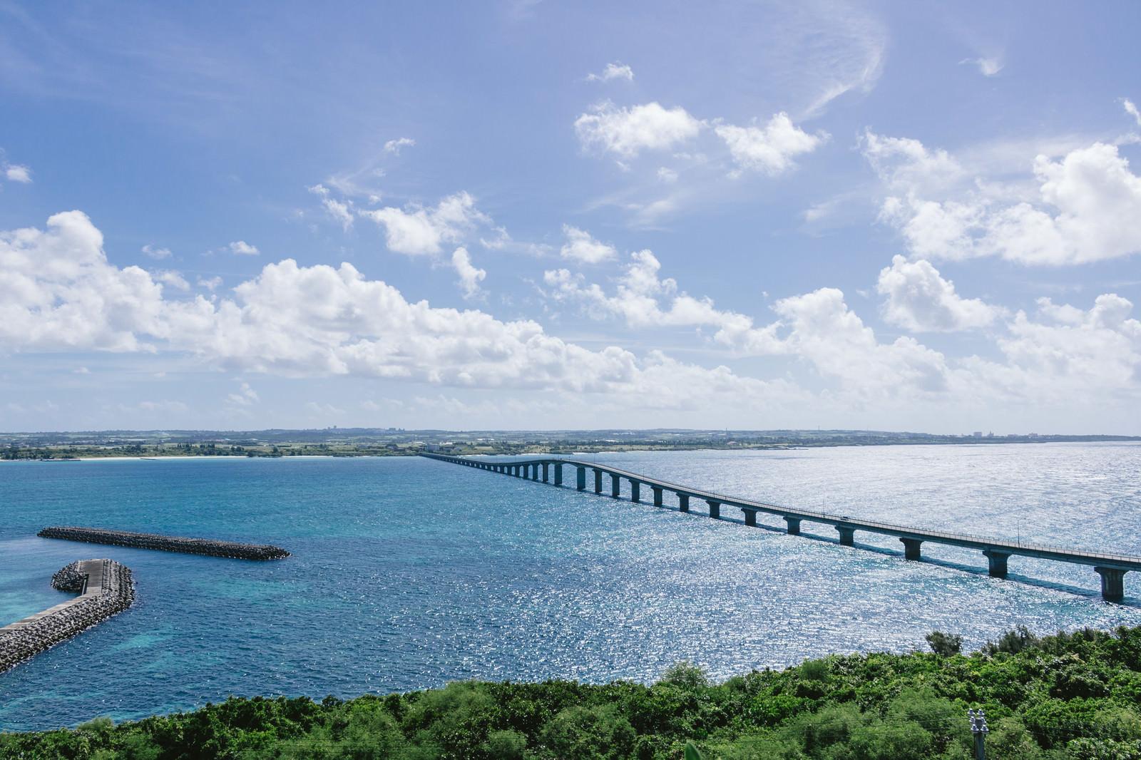 「沖縄の観光スポット「来間大橋」」の写真