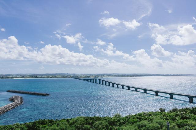 沖縄の観光スポット「来間大橋」の写真