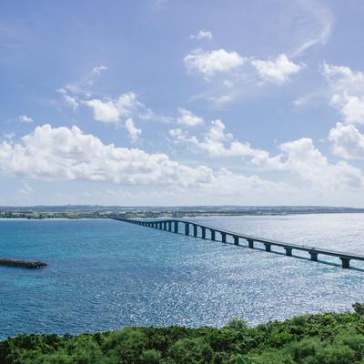 「沖縄の観光スポット「来間大橋」」の写真素材