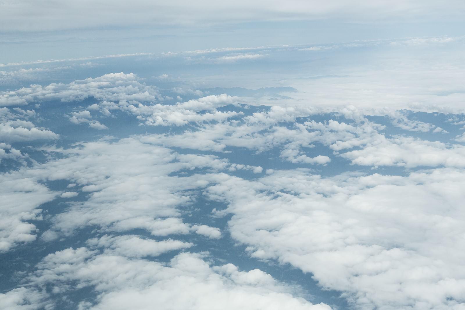 上空からの雲の写真(画像)|フリー素材「ぱくたそ」